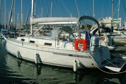 Charter Sailboat Bavaria Cruiser 32 Oeiras