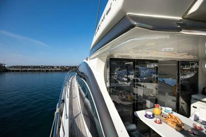 Hire Motorboat Azimut Plus 68 Sorrento