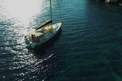 Hire Sailboat BENETEAU CYCLADES 43.4 Athens