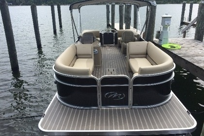 Charter Motorboat Manitou Aurora LE Kelowna