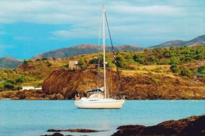 Hire Sailboat MOODY 37 CC Saint-Cyprien