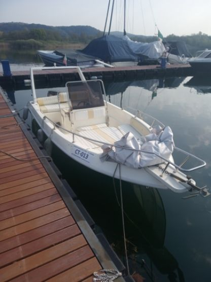 Charter Motorboat Angera Salpa Gs 625 Angera