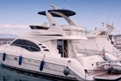 Hire Motorboat SEA RAY 455 Riposto