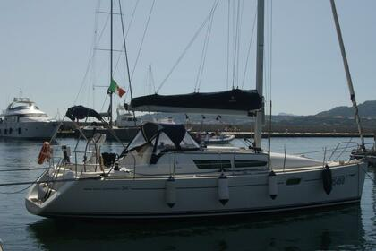 Hire Sailboat JEANNEAU SUN ODYSSEY 36I Portisco