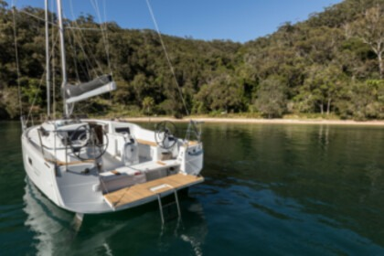 Hire Sailboat Jeanneau SUN ODYSSEY 410 PERFORMANCE Hyères