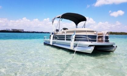 Location Bateau à moteur Pontoon Tracker 21 Party Barge Sunny Isles Beach