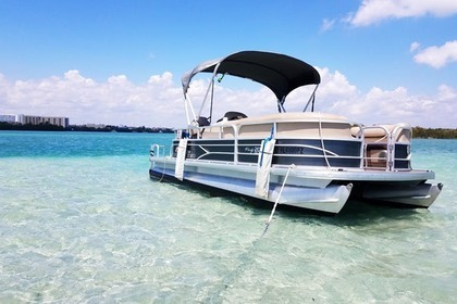 Rental Motorboat Pontoon Tracker 21 Party Barge Sunny Isles Beach