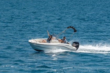 Hire Motorboat QUICKSILVER 455 Activ Open Split