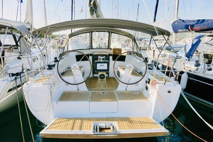 Hire Sailboat Hanse Hanse 388 Milna