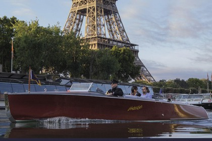 Rental Motorboat HACKER CRAFT R26 Paris