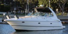 Motorboat Cruisers 37 for hire