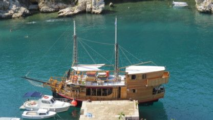 Rental Motorboat Custom Build Pirates Ship Crikvenica