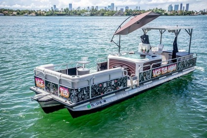Rental Motorboat Pontoon 30 Miami Beach