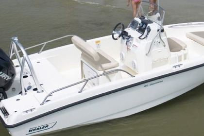 Hire Motorboat Boston Whaler 18' Dauntless Center Console Nantucket