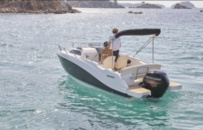 Rental Motorboat Quicksilver 555 Commander Wa Sundeck Hyères