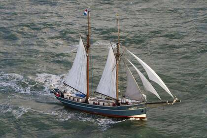 Hire Sailing yacht Custom Trainingsschip Rotterdam