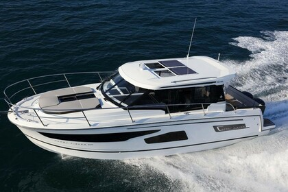Hire Motorboat JEANNEAU MERRY FISHER 1095 Split