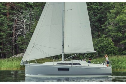 Hire Sailboat Beneteau Oceanis 30.1 Portisco