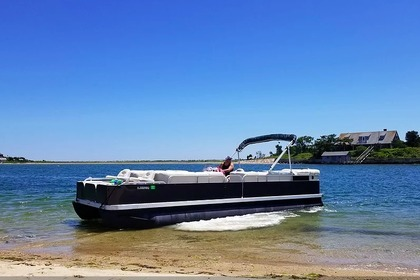 Hire Motorboat Bennington 26' Falmouth