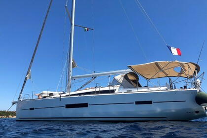 Hire Sailboat DUFOUR 512 Golfe de Saint-Tropez