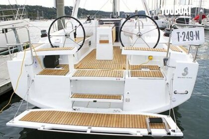 Rental Sailboat Beneteau Oceanis 35 Arzon