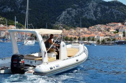 Location Semi-rigide Bwa 850 Hvar