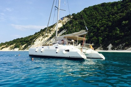 Verhuur Catamaran Fontaine Pajot Athena 38 Fort-de-France