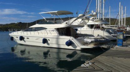 Rental Motorboat Azimut Flybridge Glyfada