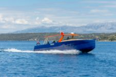 Charter motorboat in Milna