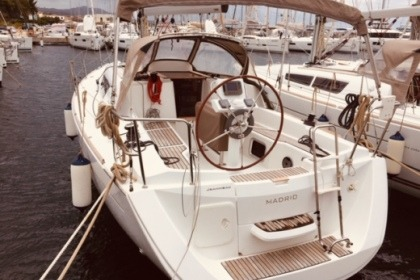 Hire Sailboat JEANNEAU SUN ODYSSEY 33 Portisco