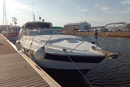 Hire Motorboat Fairline 11m Le Havre