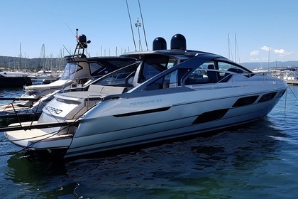 Charter Motorboat Pershing 5X Hard Top Saint-Tropez