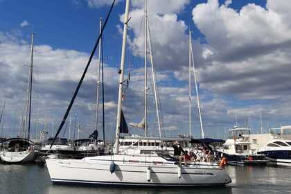 Hire Sailboat Bavaria Bavaria 36 Cruiser El Masnou