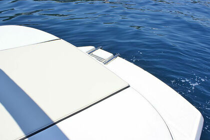 Hire Motorboat SEA RAY 190 SPORT Trogir