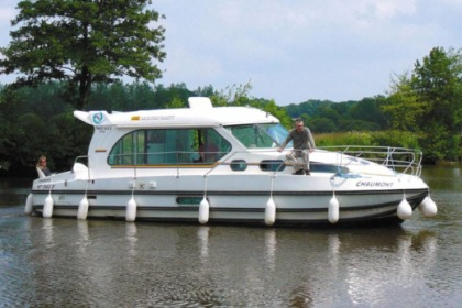 Rental Houseboat Nicols Sedan 1000 Dole