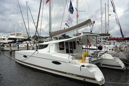 Charter Catamaran FOUNTAINE PAJOT Mahe 36 Key West