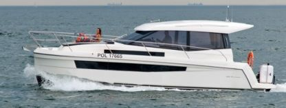 Charter Motorboat Baltica Platinum 989 Gizycko