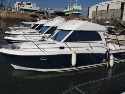 Charter Motorboat Beneteau Antares 9 Cannes