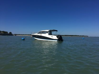 Charter Motorboat Quicksilver Activ 705 Port-des-Barques
