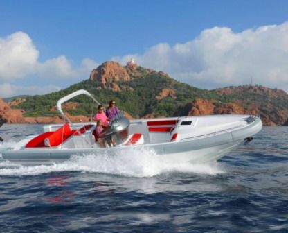 Rental Motorboat Expression 32 Port Grimaud