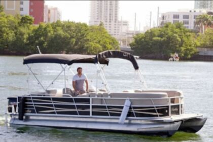 Aluguel Lancha Bentley Pontoon boat Miami