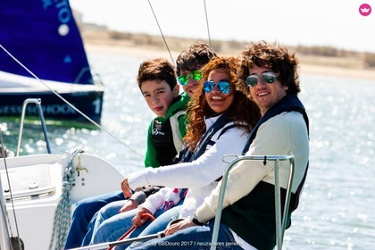 Hire Sailboat Beneteau First Class 8 Porto