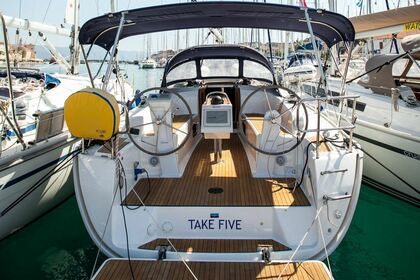 Hire Sailboat BAVARIA CRUISER 34 Trogir