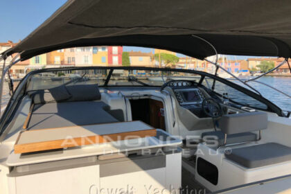 Rental Motorboat Bavaria 46 open deep bleu Grimaud