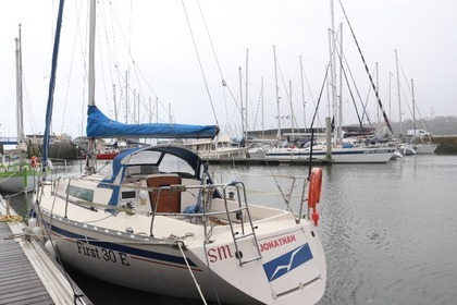 Rental Sailboat BENETEAU First 30 E Plérin