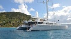 Rental motor yacht in Coral Bay