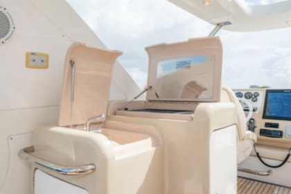Hire Motorboat AZIMUT 64 FLYBRIDGE Miami