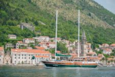Rental sailboat in Tivat