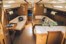 Sailboat Jeanneau 42I for hire