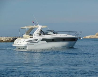 Rental Motorboat Bavaria Sport 32 Pula